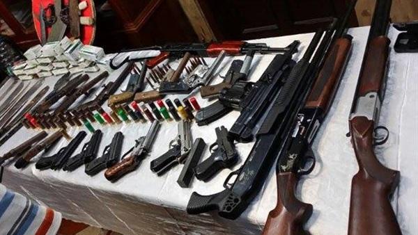 القبض على 6 أشخاص بحوزتهم أسلحة نارية