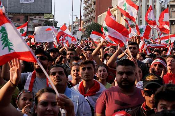 تصعيد جديد في لبنان.. المحتجون يرفضون مقابلة الرئيس