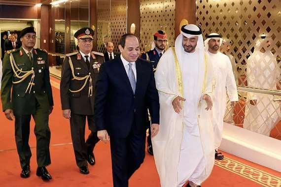 """ولي عهد أبو ظبي يمنح السيسي """"وسام زايد"""""""