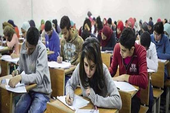 طلاب الثانوية العامة يؤدون امتحاني الفيزياء والتاريخ