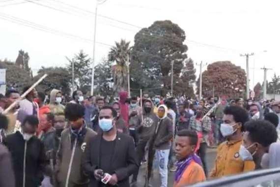 بالفيديو.. بدء جنازة المطرب الإثيوبي مفجر الاحتجاجات الدامية