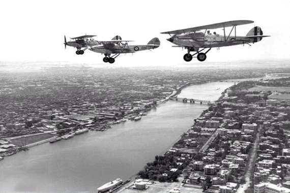 صورة نادرة لطائرتين تحلقان فوق النيل.. القاهرة قبل 85 عاما