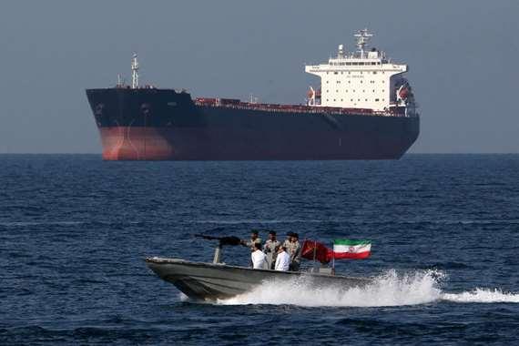 الحرس الثوري يحتجز ناقلة نفط جديدة في الخليج