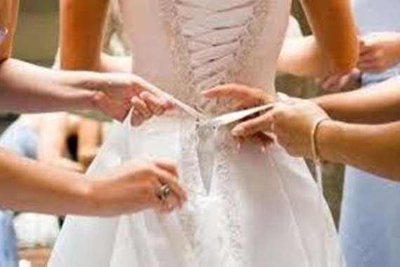عروس تطرد أمها من حفل الزفاف.. السبب صادم