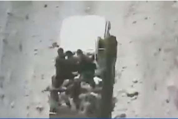 لحظة تفجير مركبة تقلّ حوثيين