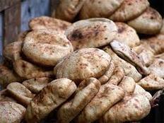 التموين تحدد 150 رغيف خبز للفرد شهريًا