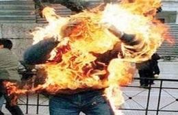 شاب يشعل النيران في نفسه أمام مجمع محاكم المنيا