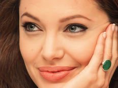 أنجلينا جولي تطالب بحل جزري للأزمة السورية