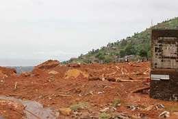 فيضانات وانزلاقات ترابية بفيتنام