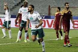 احمد شكرى لاعبي المصرى يحتفل بتسجيله الهدف