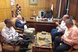 محافظ بورسعيد يقدم العزاء لمدير الأمن