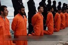 لقطة من عملية ذبح الأقباط المصريين بليبيا على يد الإرهابيين