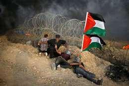 فلسطينيون على حدود غزة مع الأراضي المحتلة