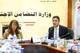 رئيس بنك ناصر مع غادة والى
