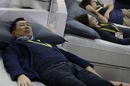 شركة يابانية تدفع لموظفيها من أجل النوم