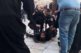 قوات الاحتلال تعتدي علي الراهب المصري بدير السلطان