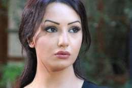 الممثلة الشابة دينا هارون