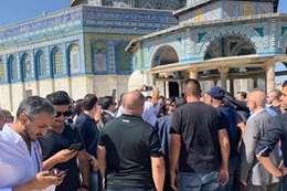بعثة المنتخب السعودي تصلي بالمسجد الأقصى