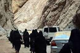 """أول وفد سياحي نسائي بالسعودية يصل """"نيوم"""""""