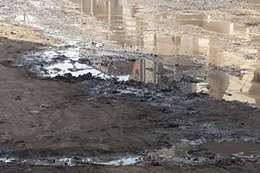 غرق شوارع القرية بمياه المصرف الرئيسى