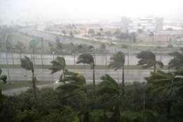 """إعصار """"دامري""""  بفيتنام"""