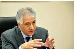الدكتور أحمد جلال وزير المالية الأسبق