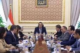 مدبولي خلال اجتماعه مع وزيري الصحة وقطاع الاعمال