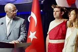استدعاء سفيرة تركيا لارتدائها ثوبا إغريقيا