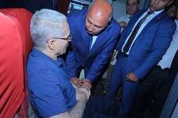 وزير النقل خلال زيارته