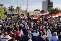 متظاهرون عراقيون يغلقون ميناء هام بالبصرة
