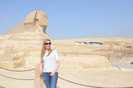 وزيرة السياحة البلغارية بمنطقة الأهرامات