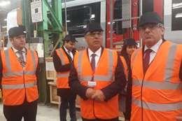 كامل الوزير داخل مصنع بومبارديه بريطانيا