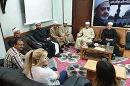 أثناء إشهار إسلامهما