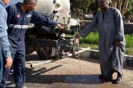 محافظ الأقصر يضبط سيارتين حكوميتين مخالفتين أثناء جولته