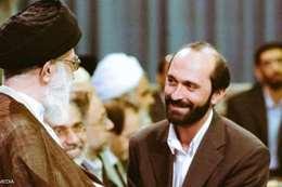 طوسي يصافح مرشد النظام الإيراني علي خامنئي