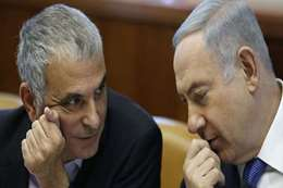 رئيس الوزراء الإسرائيلي بنيامين نتنياهو ووزير المالية موشيه كحلون