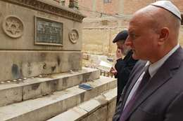 السفير الإسرائيلي، دافيد جوفرين يزور قبر حاخام يهودي بالبساتين