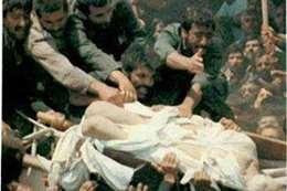 الخميني: من سقطت جنازته فهو في النار