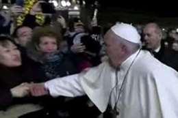 بابا الفاتيكان يعتذر