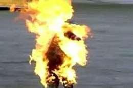 لبنانى يحرق نفسه