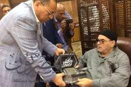 الدكتور ممدوح غراب يكرم أهالى الشهداء