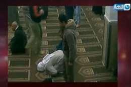 لحظة وفاة رجل داخل مسجد
