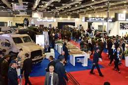 """إقبال مكثف على معرض """"إيديكس"""" للصناعات الدفاعية"""