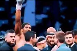بطل الملاكمة يوجه التحية لابن سلمان