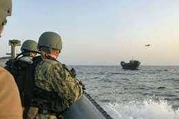 البحرية الأمريكية توجه ضربة موجعة لإيران