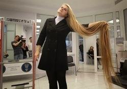 بالصور..صاحبة أطول شعر في أوربا:لم اقص شعرى منذ ولادتى