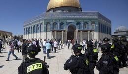 المستوطنون يقتحمون المسجد الأقصى بحماية الشرطة