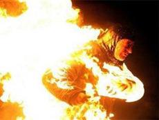 عامل محارة يشعل النيران في جسد زوجته بحلوان