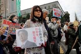 تظاهرات ضد رئيس الوزراء اليابانى