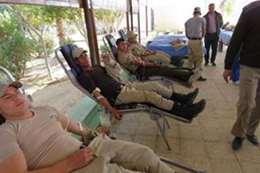 رجال الشرطة يتبرعون بالدم
